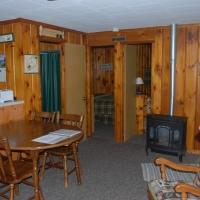 6birch-lakes-resort-cabin-02